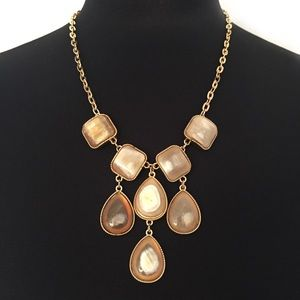BCBG NECKLACE CHAIN GOLD TONED STONE BID CLUSTER